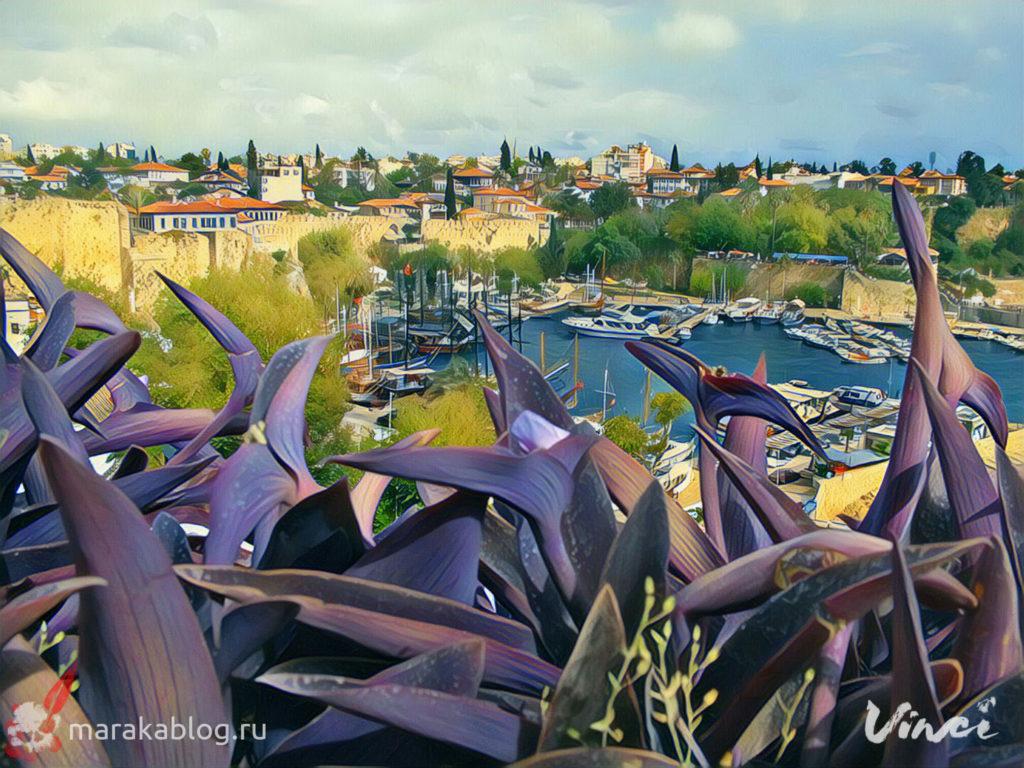 Фото Старого города в Анталии летним днем